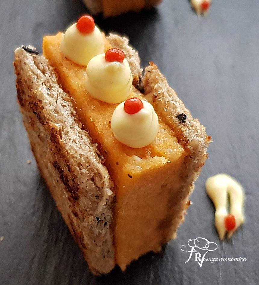 Canapés de Navidad: Mini sándwich de pudin de atún