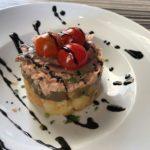 Timbal de patata, berenjena, atún y anchoas