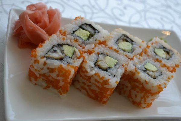 Sushi de sardinillas con aguacate